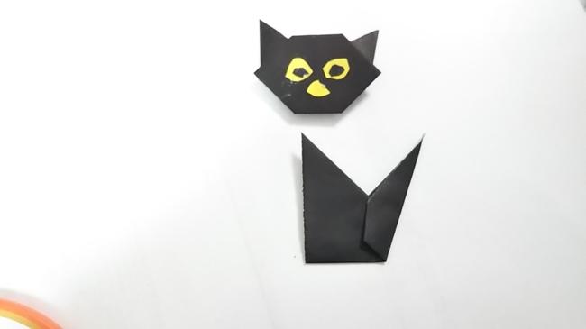 黒猫の顔と胴体をくっつける