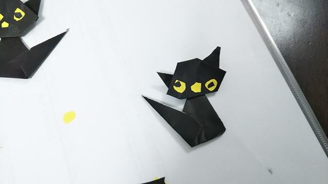 黒猫の顔と胴体をくっつける1 (2)