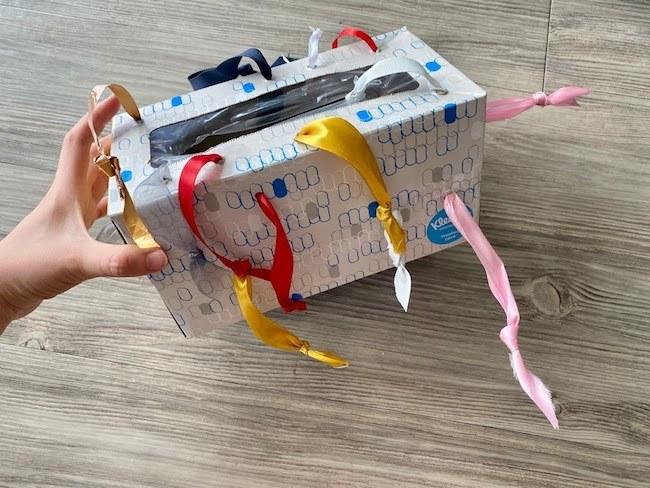 ティッシュ箱のおもちゃ|0歳・1歳赤ちゃん向けの手作り遊びアイデア