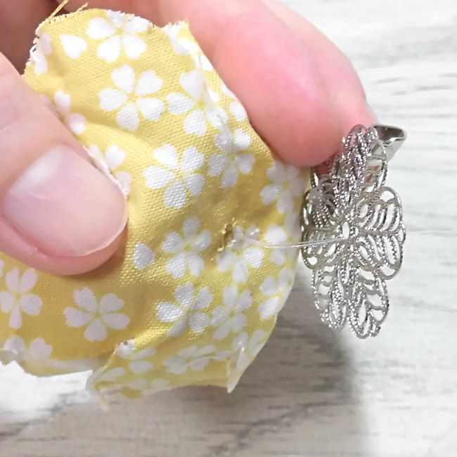 布コサージュの作り方(ボンドを使用・薔薇風) (27)