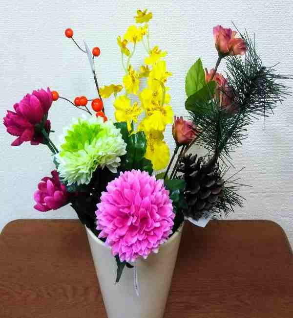 お正月アレンジメントを手作り♪造花と100均材料で簡単! (1)