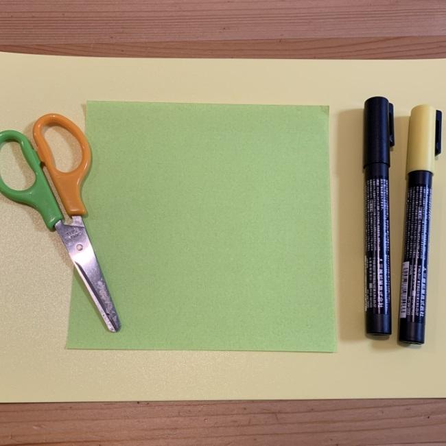 すみっこぐらし『ペンギン?』をつくるのに必要なもの:折り紙1枚とペンだけ★