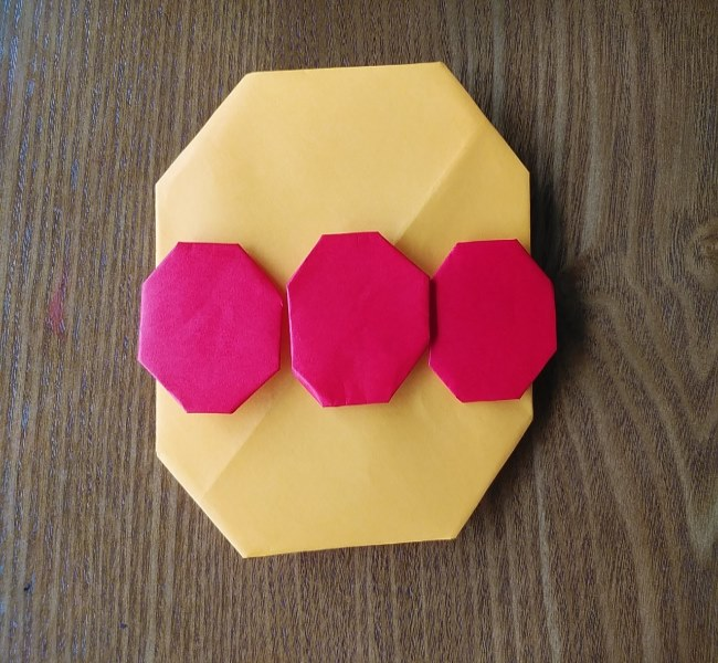 アンパンマンの顔の折り方~折り紙を貼り付け~