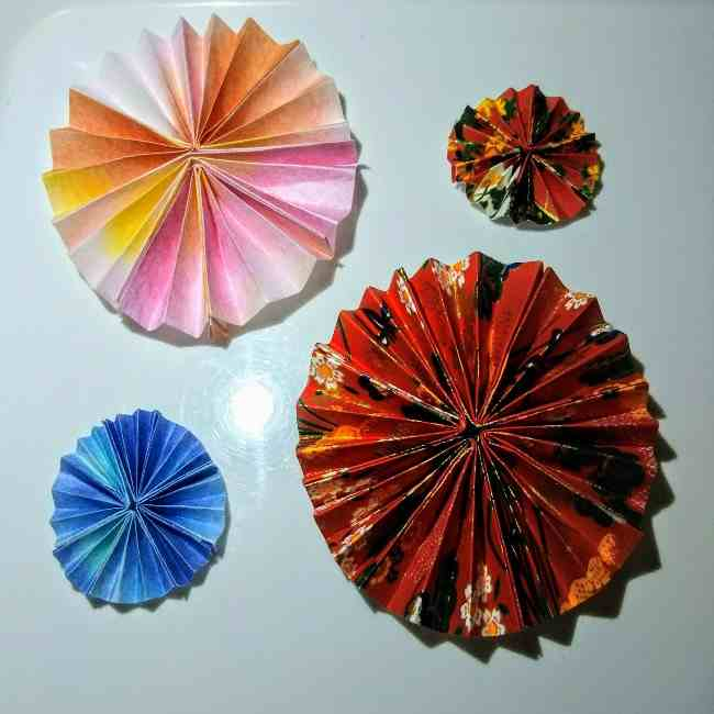 色画用紙の花の壁面飾りは簡単♪作り方 (4)