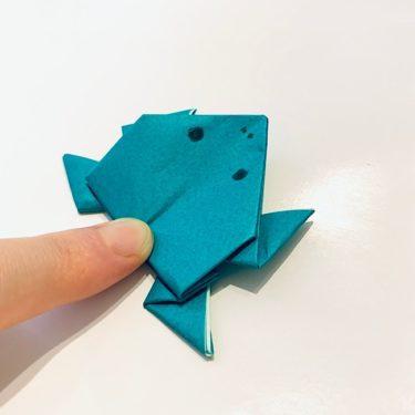 6月の折り紙|簡単『かえる』折り方・作り方★3歳児の幼児と一緒につくった『ぴょんぴょんカエル』
