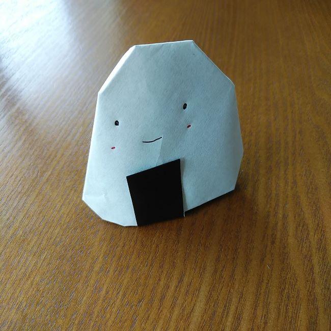 すみっこぐらし『おにぎり』の折り紙*折り方(立体) (7)