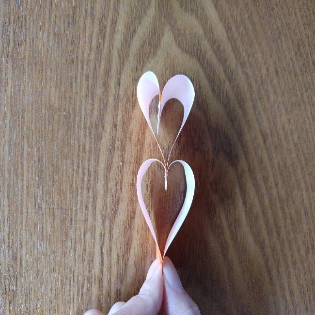 折り紙でハートをつなげる方法 (8)