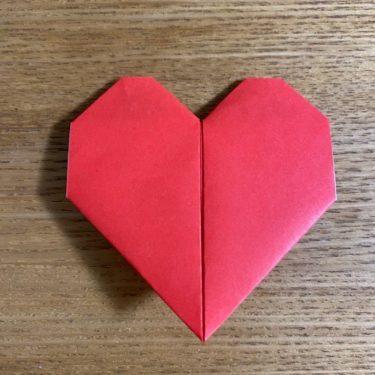 折り紙の【名札(ハート型)】は簡単でかわいい!自立するので席札やメッセージカードにも♪