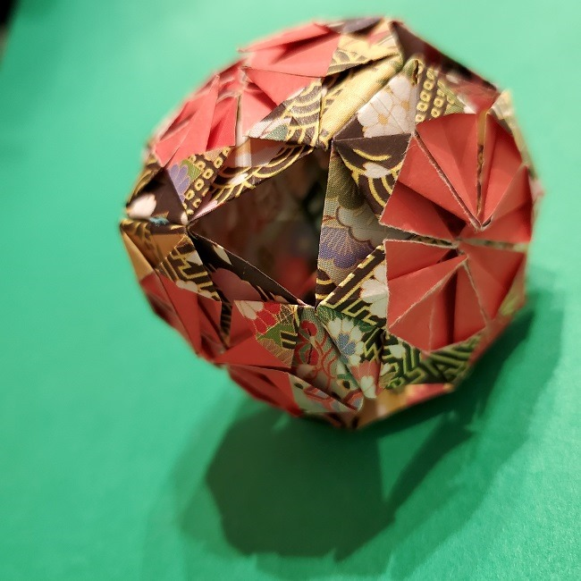 折り紙のくす玉(正月・和柄)の折り方・作り方は簡単★子供と豪華な新年の飾りをつくろう!