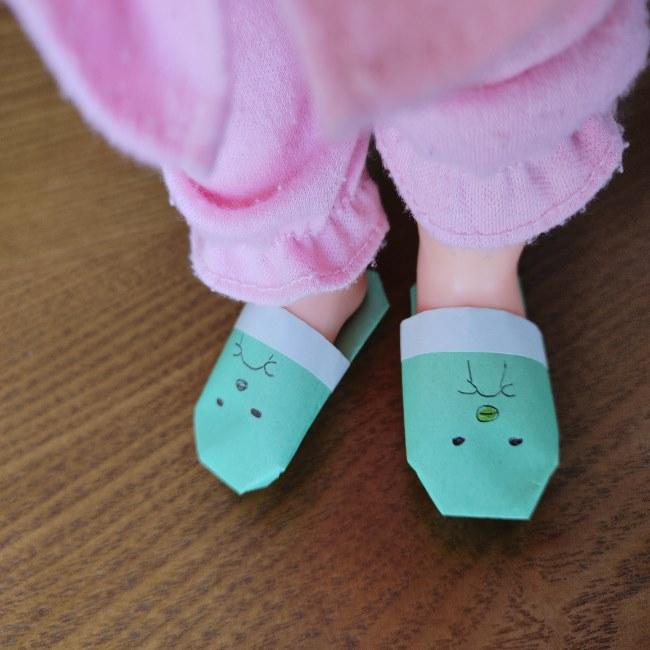すみっこぐらしの折り紙 スリッパはかわいい!人形の足にもOK♪