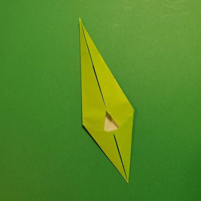 チューリップの折り紙 4歳児とつくった茎・葉(立体)の作り方 (29)