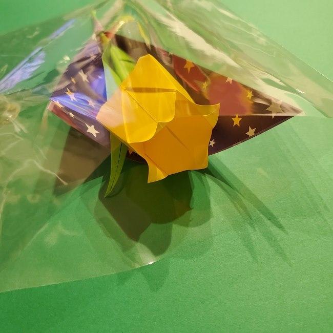 折り紙でチューリップをラッピングする方法★ (12)