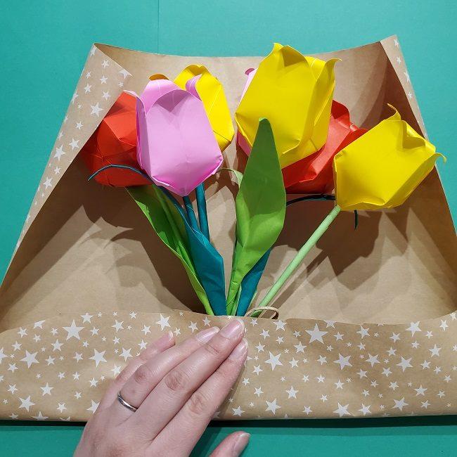 折り紙でチューリップをラッピングする方法★ (24)