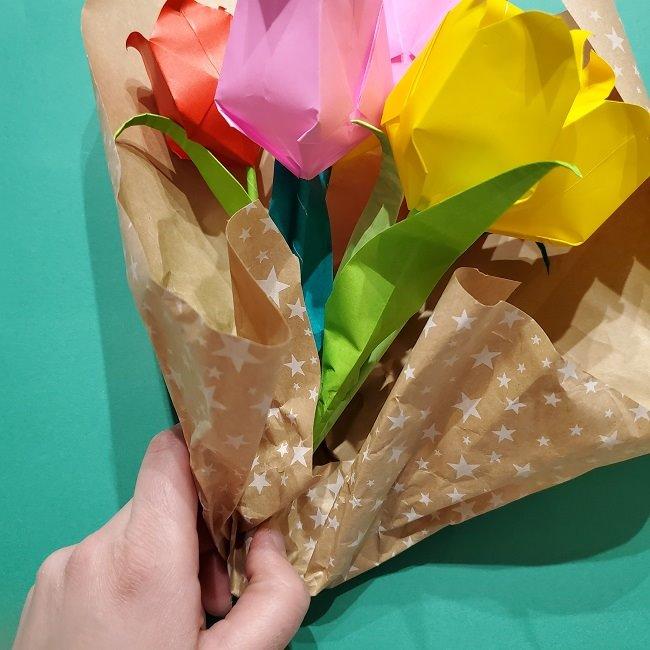 折り紙でチューリップをラッピングする方法★ (25)