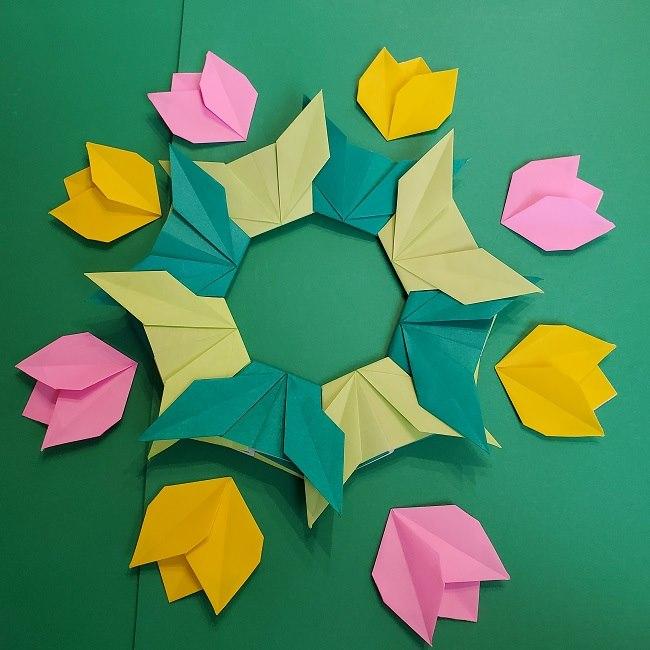 折り紙 チューリップのリースの作り方 (31)