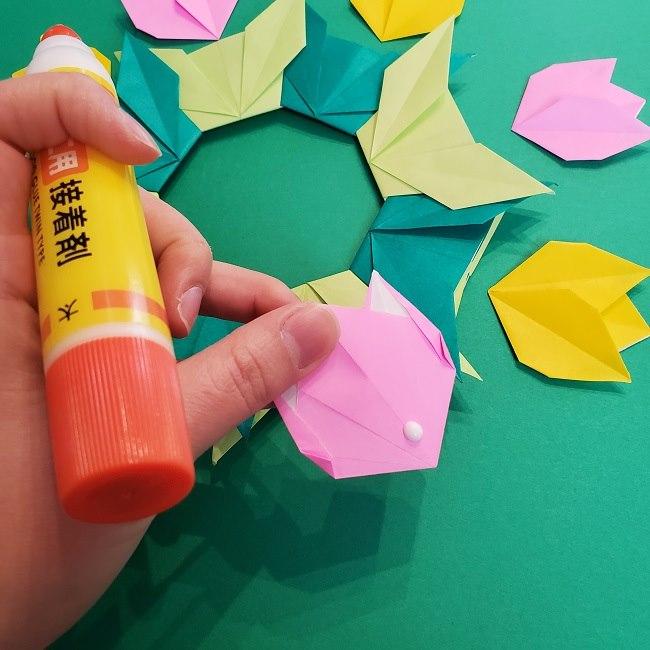 折り紙 チューリップのリースの作り方 (32)