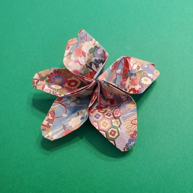 折り紙 桜の立体的なリースの作り方 (1)