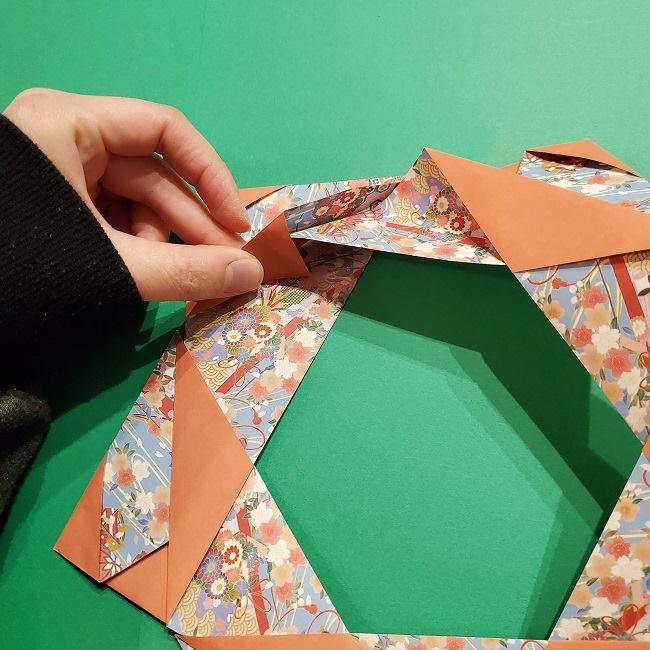 折り紙 桜の立体的なリースの作り方 (27)