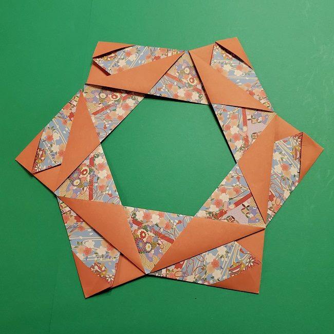 折り紙 桜の立体的なリースの作り方 (28)