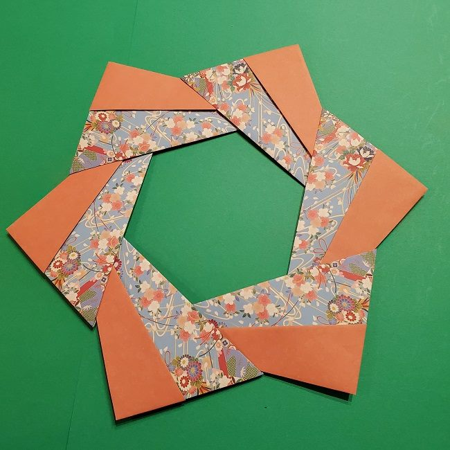 折り紙 桜の立体的なリースの作り方 (29)