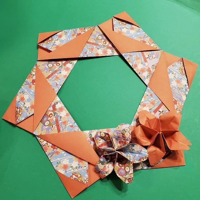 折り紙 桜の立体的なリースの作り方 (30)