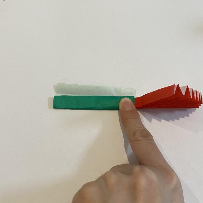 カーネーションの折り紙 幼稚園の子どもでも簡単!折り方作り方 (17)