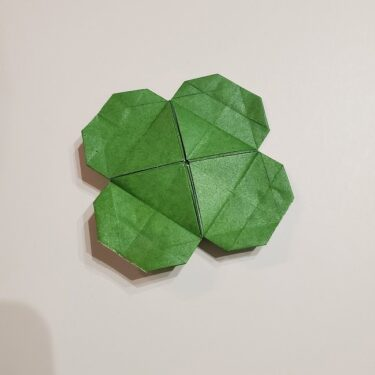 クローバー 折り紙4枚でつくる折り方作り方★子供でも簡単な四つ葉♪