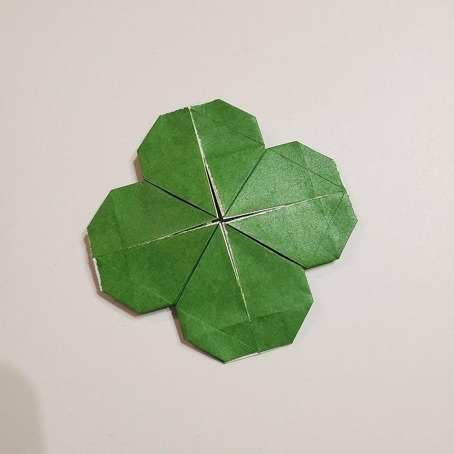 折り紙のクローバー(4枚ver折り方・作り方2四葉へ (8)