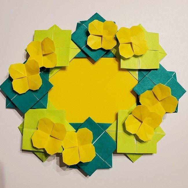 菜の花の折り紙を壁画みたいに飾ろう♪リースの壁面飾り!