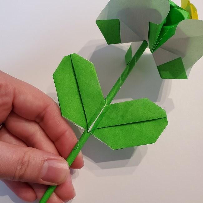 菜の花の折り紙 葉っぱと茎の作り方・折り方3完成 (6)
