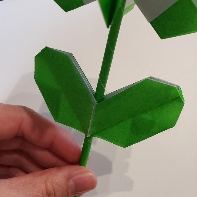 菜の花の折り紙 葉っぱと茎の作り方・折り方3完成 (7)