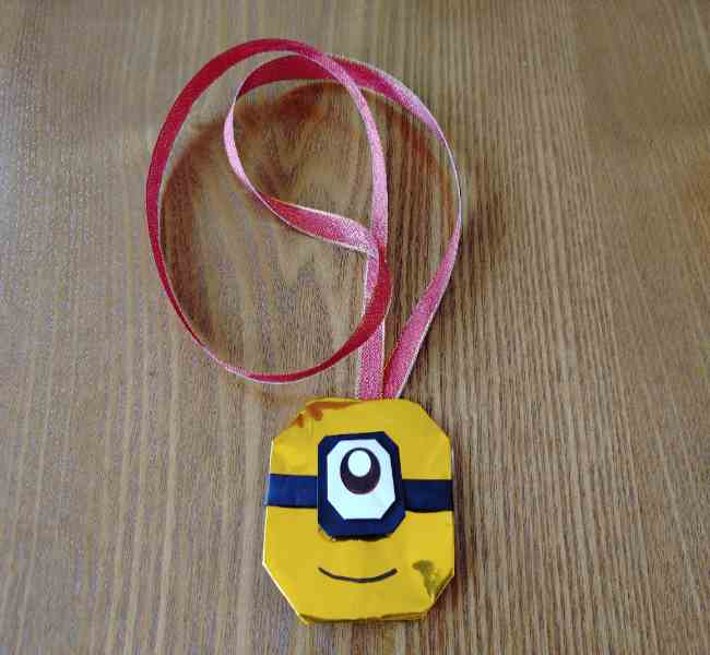 ミニオンの折り紙メダルの作り方☆簡単にこどもへのプレゼントを手作り!