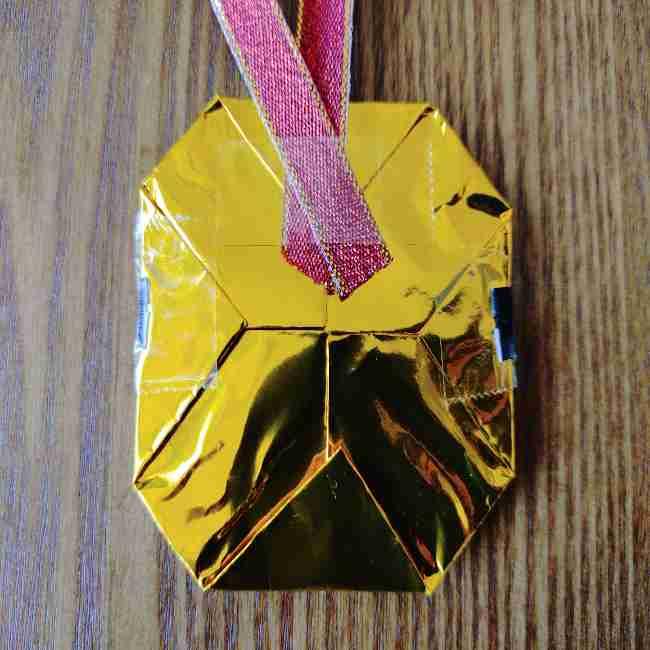 ミニオン 折り紙のメダルの作り方・折り方 (24)