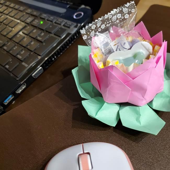 折り紙でつくる蓮の花の立体的な作り方は簡単!かわいいお菓子入れにも♪