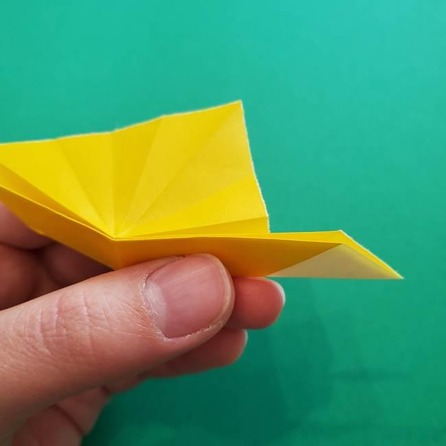 折り紙のダリア 16枚で立体的な折り方①上段(19)