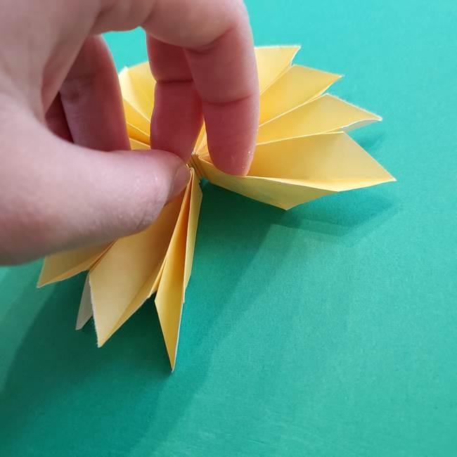 折り紙のダリア 16枚で立体的な折り方③完成(11)