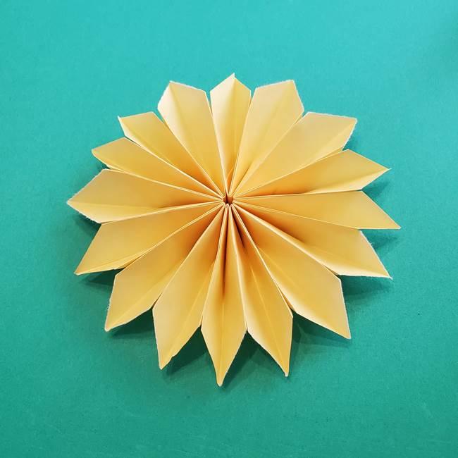 折り紙のダリア 16枚で立体的な折り方③完成(12)