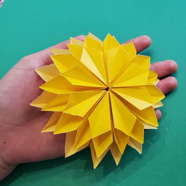 折り紙のダリア 16枚で立体的な折り方③完成(26)
