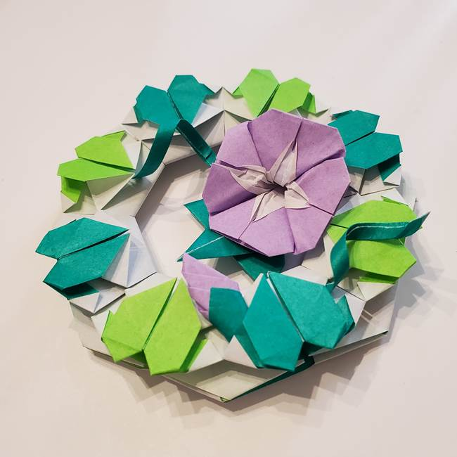 朝顔の折り紙 リースの作り方折り方③完成(2)