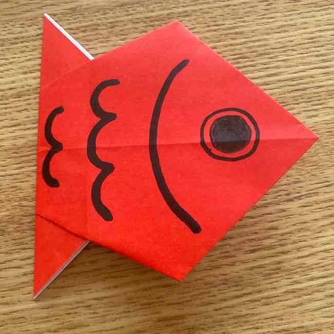 金魚の折り紙|簡単に3歳児の子どもと作った平面の折り方作り方をご紹介