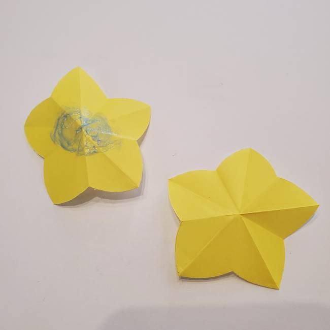 折り紙のひまわり メダルとコースターの折り方作り方①花びら(10)