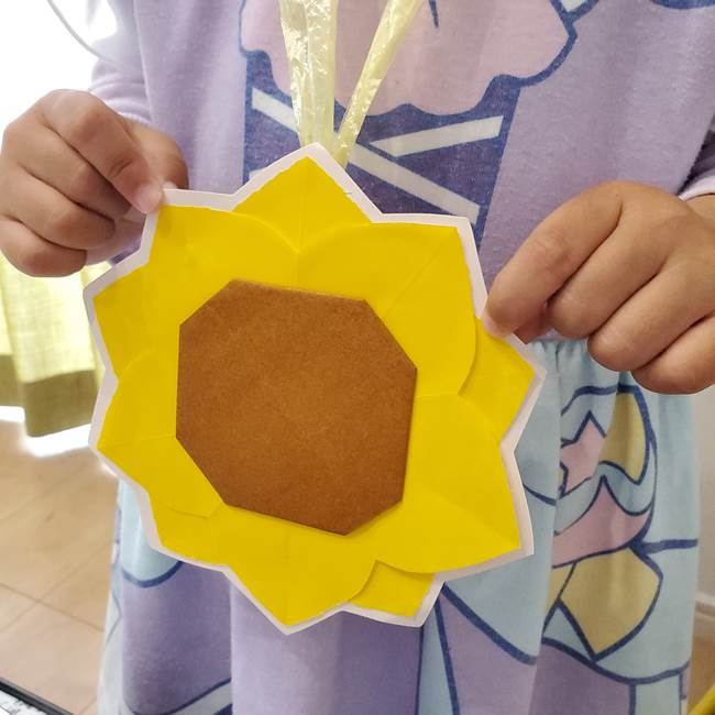 折り紙のひまわり メダルとコースターの折り方作り方④メダル(6)