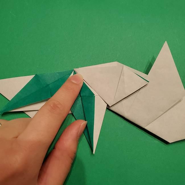 折り紙 笹の葉リースの作り方③組み合わせて完成(15)
