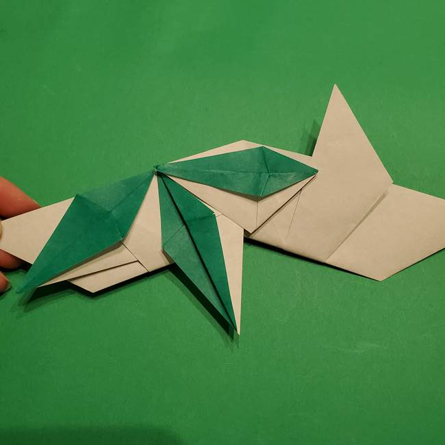 折り紙 笹の葉リースの作り方③組み合わせて完成(16)