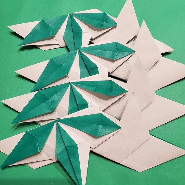 折り紙 笹の葉リースの作り方③組み合わせて完成(18)