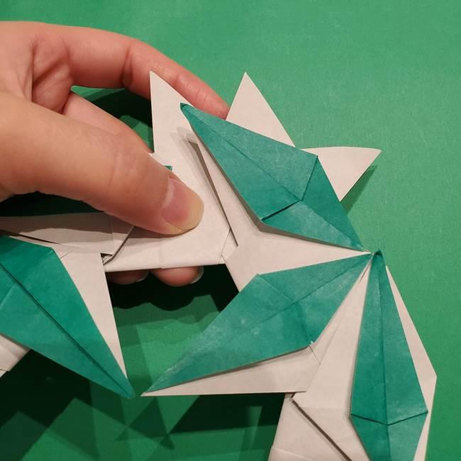 折り紙 笹の葉リースの作り方③組み合わせて完成(20)