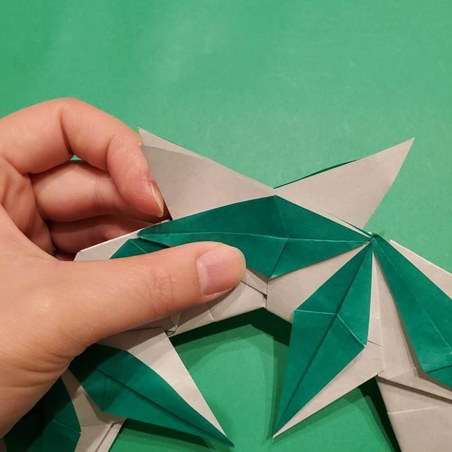 折り紙 笹の葉リースの作り方③組み合わせて完成(21)
