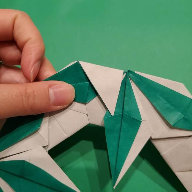 折り紙 笹の葉リースの作り方③組み合わせて完成(25)