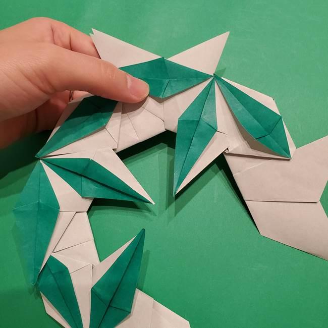 折り紙 笹の葉リースの作り方③組み合わせて完成(28)