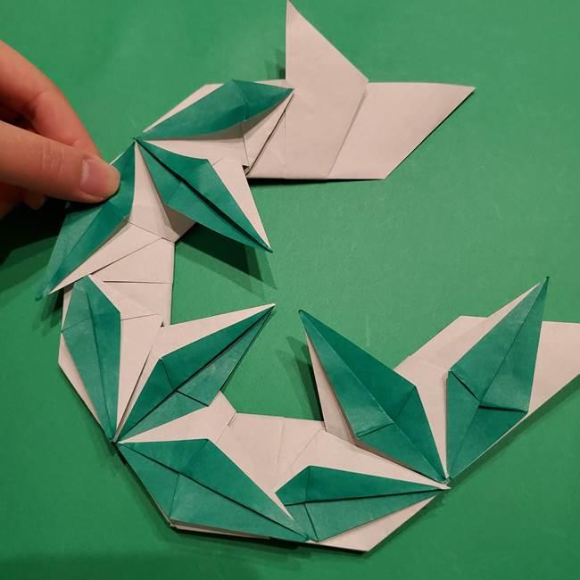 折り紙 笹の葉リースの作り方③組み合わせて完成(29)